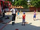Kindergarten zu besuch bei  der Feuerwehr